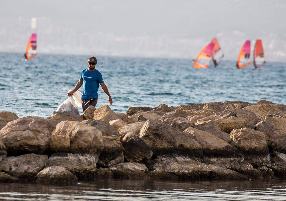 Olympic beach clean up during Princes Sofia Trophy, Mallorca, Spain, 2019. Photo credit: Jesus Renedo | Sailing Energy